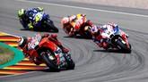 Pebalap Ducati Jorge Lorenzo sempat memimpin balapan MotoGP Jerman dengan menyalip Marc Marquez dan Danilo Petrucci. (REUTERS/Fabrizio Bensch)