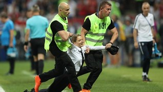Pussy Riot, Band Punk Cewek Penyusup Final Piala Dunia 2018