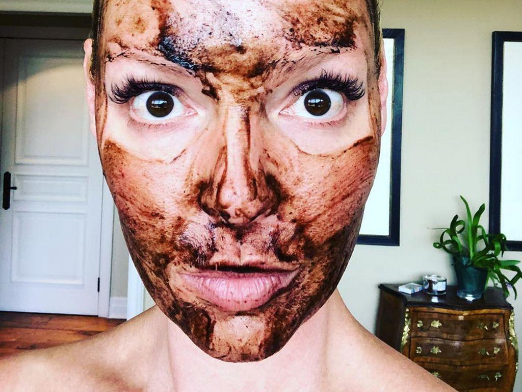 Foto: Tampang Kocak Selebriti saat Pakai Masker, Masih Cantik?