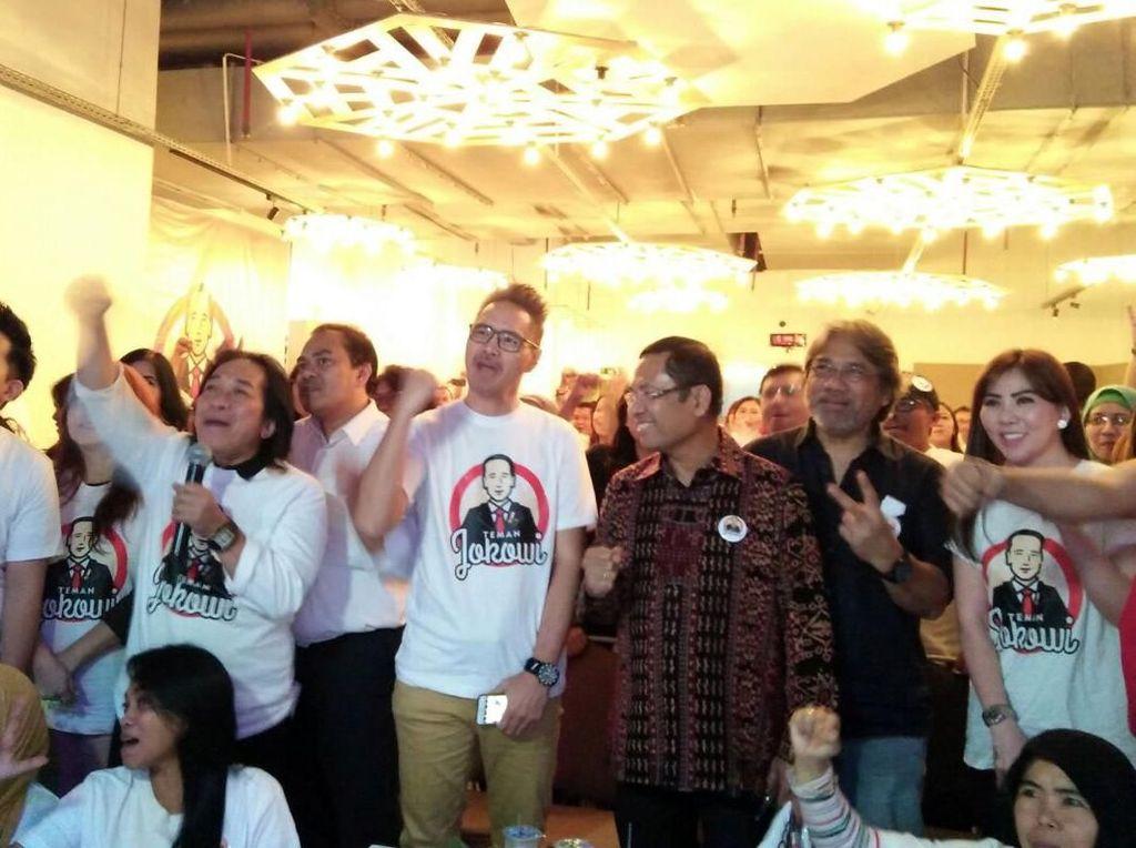 Pemilihan Presiden secara langsung dan demokrasi membuka ruang politik bagi seluruh masyarakat untuk terlibat secara aktif mengekspresikan pilihan poliknya. Hadirnya organisasi relawan merupakan konsekuensi dari keterlibatan masyarakat dalam proses Pemilu khususnya Pemilihan Presiden. Foto: dok. Teman Jokowi