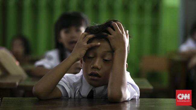 Ekspresi siswa-siswi saat berada di dalam kelas pada hari pertama sekolah di SDN Kampung Melayu 01/02, Jatinegara, Jakarta Timur. (CNNIndonesia/Adhi Wicaksono).