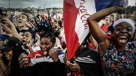 FOTO: Keriuhan Fan Prancis dan Kroasia di Final Piala Dunia