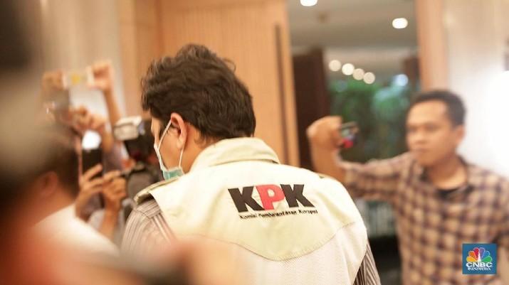 Usai menggeledah rumah pribadi Direktur Utama PT PLN (Persero) Sofyan Basir, kemarin, hari ini Penyidik Komisi Pemberantas Korupsi (KPK) menggeledah Kantor Pusat PT PLN (Persero) di kawasan Melawai, Jakarta Selatan. (CNBC Indonesia/Muhammad Sabki)