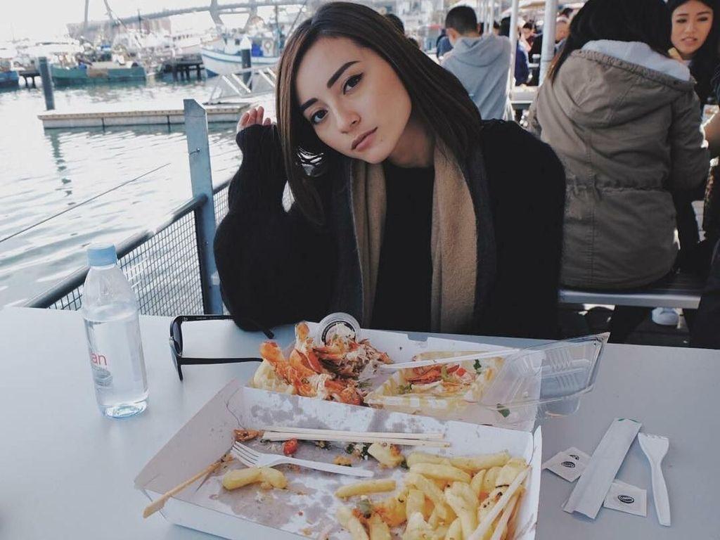 Ia juga tak melewatkan sajian seafood segar di Sydney Fish Market. Menurutnya, seafood di sana sangat segar dan lezat.Foto: Instagram lolitaasugtine