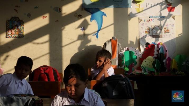 Inflasi pendidikan di Indonesia tergolong tinggi.