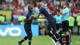 Kante Sangat Pemalu untuk Foto Bersama Trofi Piala Dunia
