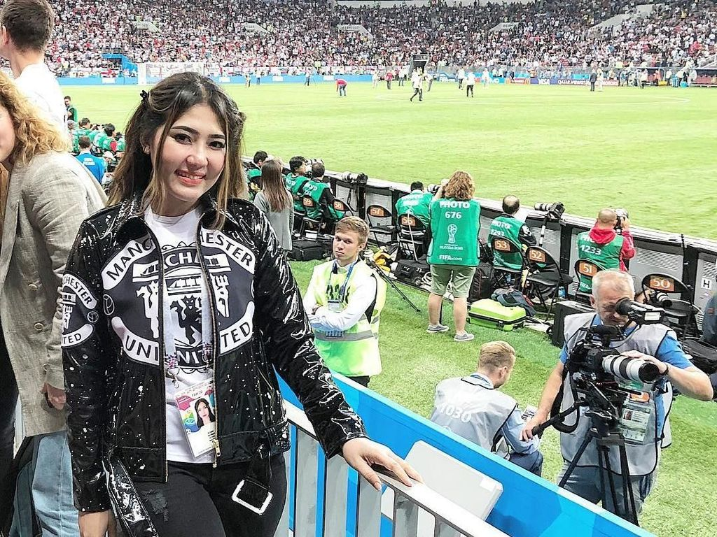 Gaya Via Vallen Saat Nonton Piala Dunia, Ada yang Dibilang Saltum