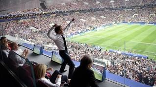 Macron Berpose 'Dab' dan Emosional di Final Piala Dunia 2018