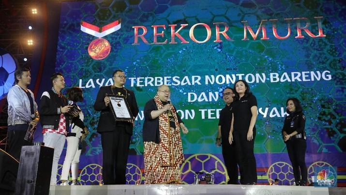 MURI memberikan dua penghargaan sekaligus yaitu acara nonton bareng dengan layar terbesar dan acara nonton bareng dengan penonton terbanyak.