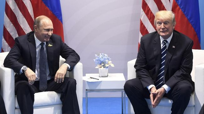 Putin Bela Trump di Skandal Telepon Berujung Upaya Pemakzulan
