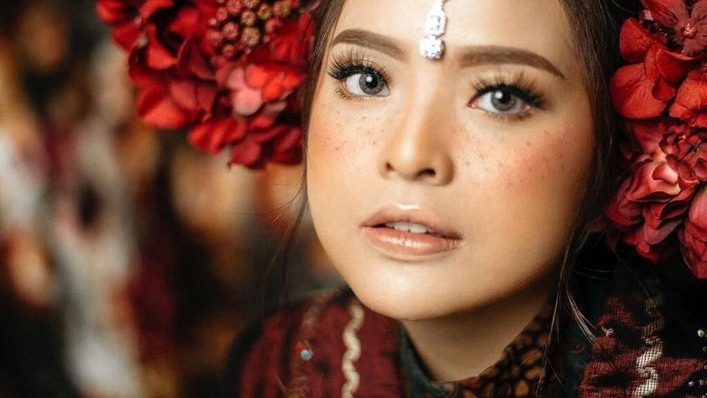 Uniknya Prewedding Tasya Kamila, Padukan Makeup Freckles & Baju Minang