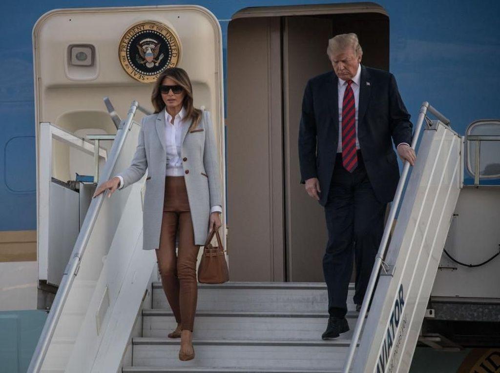 Pakai Baju Desainer Baru, Melania Trump Tiru Michelle Obama?