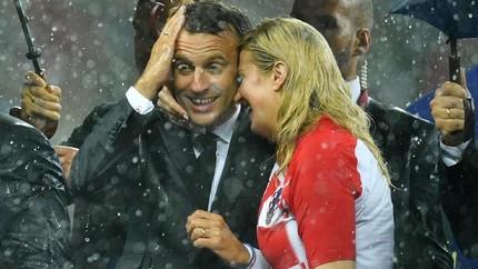 'Kemesraan' Macron dan Presiden Kroasia di Piala Dunia 2018
