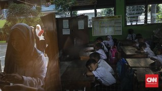 DKI Terapkan Lagi Kebijakan 'Izin Antar Anak Sekolah'