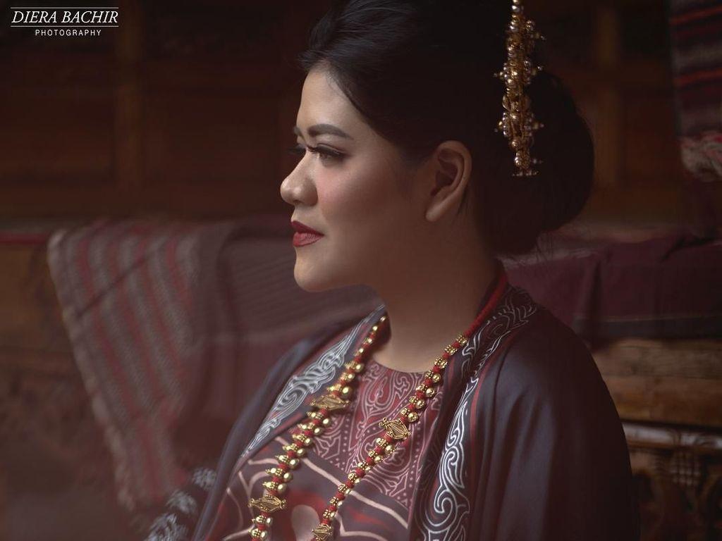 Foto: Cantiknya Kahiyang Ayu, Foto Hamil Pakai Batik Hingga Ulos