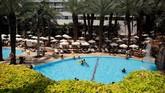 Royal Beach Hotel, salah satu tempat penginapan yang ramai tamu di Eilat, Israel.