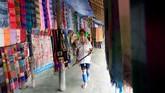 Gadis-gadis Kayan diberi 10 cincin perunggu di leher, yang setiap tahun ditambah. (REUTERS/Soe Zeya Tun)