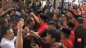 VIDEO: Massa PDIP Rusuh di Kantor KPU Pusat