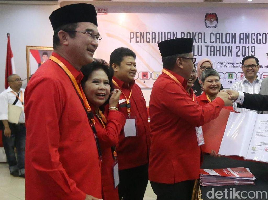Rombongan diterima oleh Ketua KPU Arief Budiman.