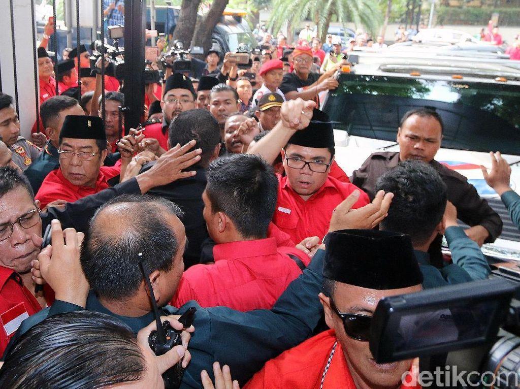 Ricuh PDIP dan KPU Saat Daftar Caleg 2019