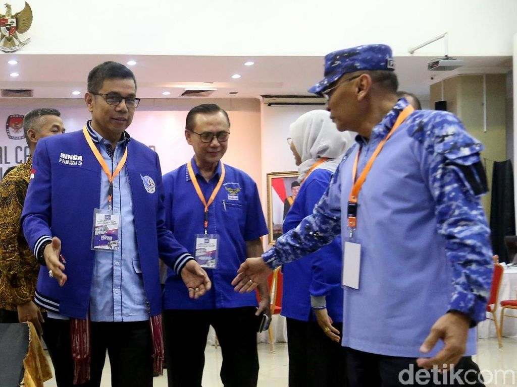 Demokrat juga menempatkan tokoh besar di setiap dapil. Salah satunya adalah dapil Jatim VII (Magetan, Ngawi, Pacitan, Ponorogo, Trenggalek) yang kembali diisi Ibas. Ibas berada satu dapil dengan jubir presiden Johan Budi SP yang mendaftarkan via PDIP.