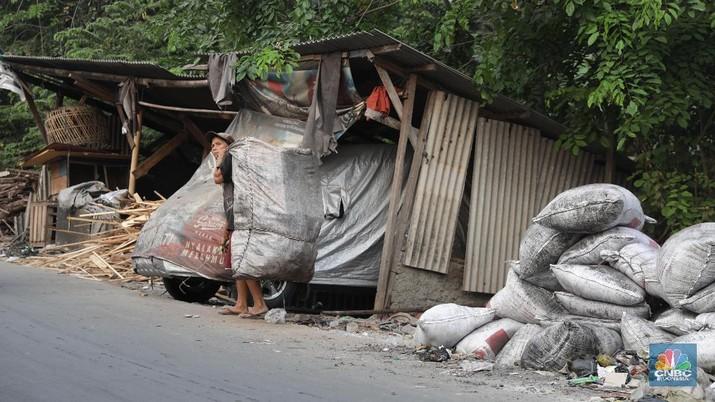 Badan Pusat Statistik (BPS) mencatat tingkat kemiskinan memang menurun menjadi single digit.