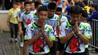 Hormati Penyelamat yang Gugur, 12 Remaja Thailand Jadi Biksu