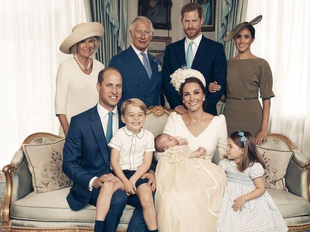 Membaca Ekspresi di Foto Keluarga Kerajaan Inggris, Menyimpan Drama