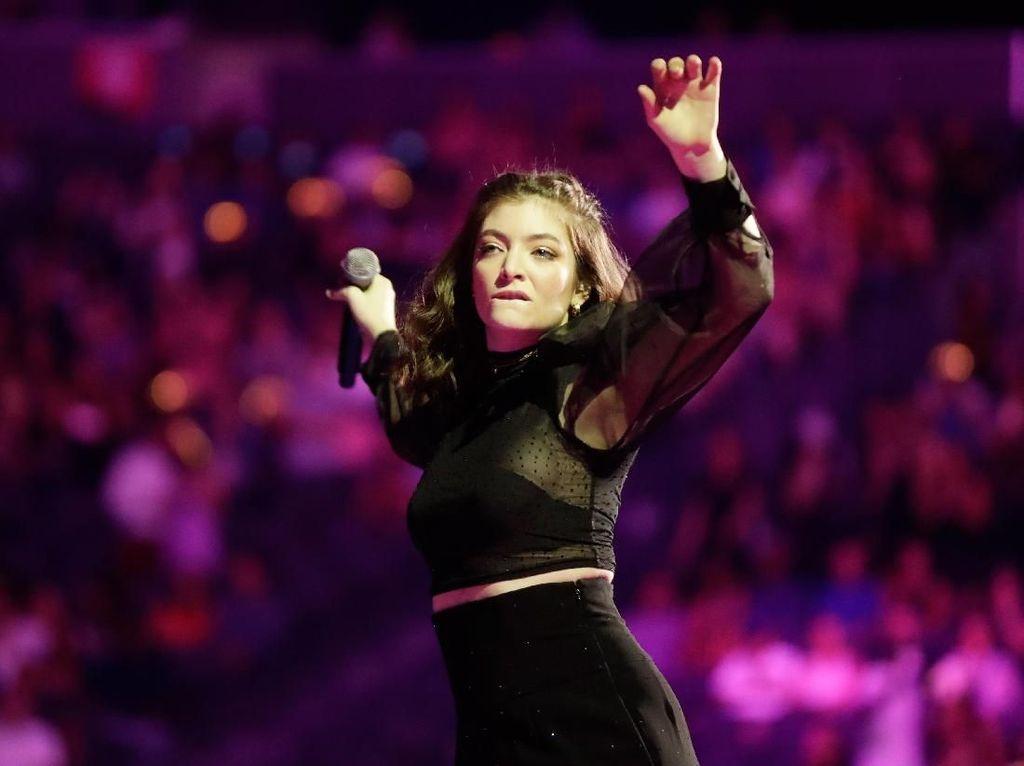 Sebelum Nonton WTF 2018, Lihat Aksi Lorde Dulu Yuk!