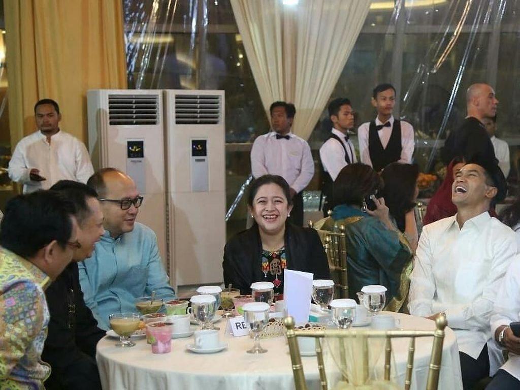 Intip Gaya Puan Maharani Saat Makan dan Minum Jamu Bareng Menteri Lain