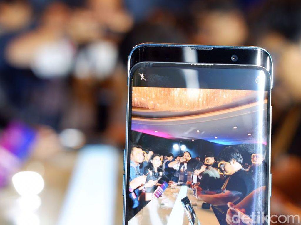 Hal ini dilakukan untuk menyuguhkan pengalaman layar penuh tanpa menggunakan notch, seperti yang kebanyakan sekarang dilakukan oleh vendor smartphone. (Foto: detikINET/Adi Fida Rahman)