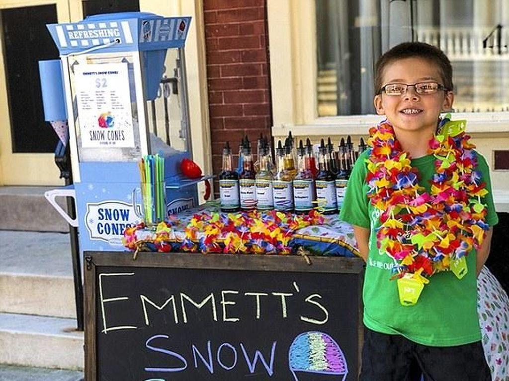 Rela Jual Mainan Buat Modal, Bocah 6 Tahun Ini Sukses Jualan 'Snow Cone'