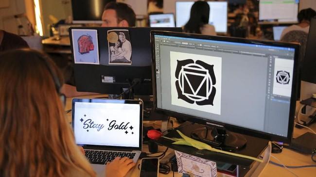 Hal inilah yang mempelopori adanya jasa pembuatan tato temporer., salah satunya Inkbox.REUTERS/Chris Helgren