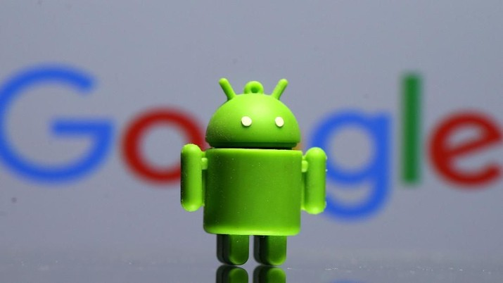 FILE PHOTO - A 3D printed Android mascot Bugdroid is seen in front of a Google logo in this illustration taken July 9, 2017. Picture taken July 9, 2017.  REUTERS/Dado Ruvic/Illustration/r/File Photo