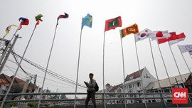 Pemasang Bendera Tiang Bambu di Pluit: Asian Games itu Apa