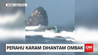 Perahu Karam Akibat Diterjang Ombak di Jember