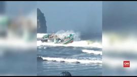 VIDEO: Perahu Nelayan Tenggelam di Jember, Lima Tewas