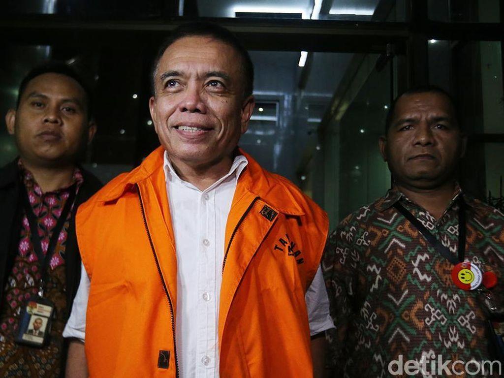 Irwandi Yusuf diperiksa sebagai saksi untuk tersangka T Syaiful Bahri terkait dugaan suap pengalokasian dan penyaluran Dana Otonomi Khusus Aceh (DOKA) tahun anggaran 2018.
