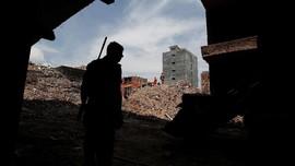 FOTO: Penyelamatan Korban Apartemen Runtuh di India