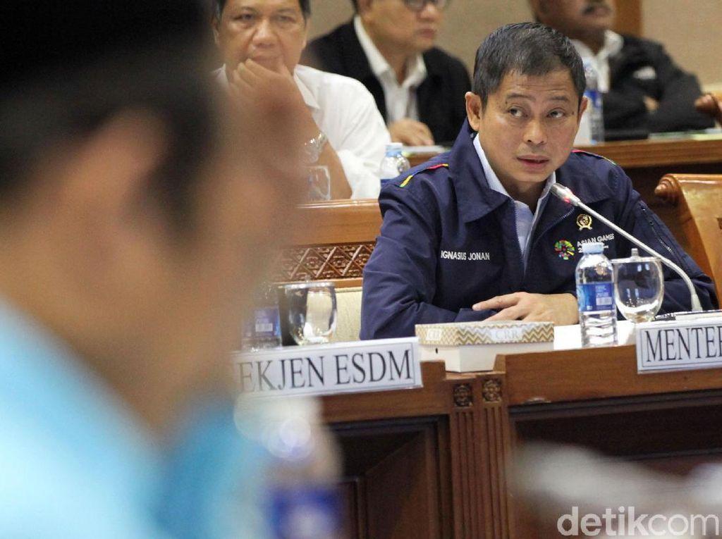 Pakai Jaket Asian Games, Jonan Rapat Bahas Subsidi BBM di DPR
