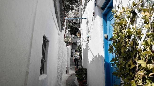 Arsitektur bangunan di tempat ini dibuat menyerupai bangunan di Cyclades.