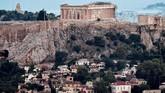 Distrik Anafiotika berada di bawah situs arkeologi Akropolis. Bangunan-bangunan di tempat ini memiliki perpaduan arsitektur dan warna yang cukup menarik untuk dinikmati.