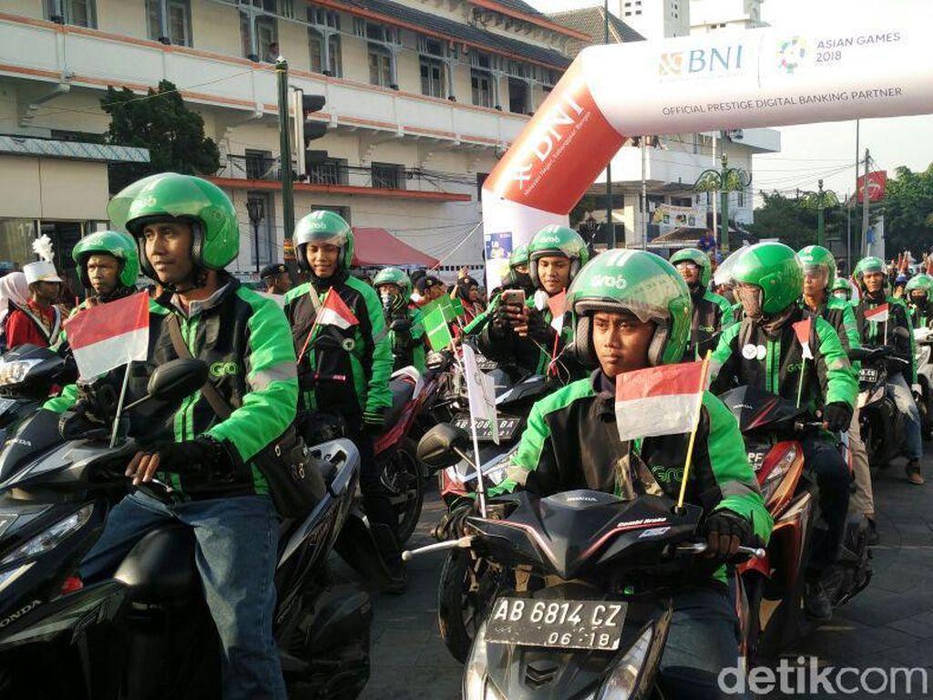 Kirab Obor Asian Games di kota Yogyakarta mendapat sambutan meriah warga.