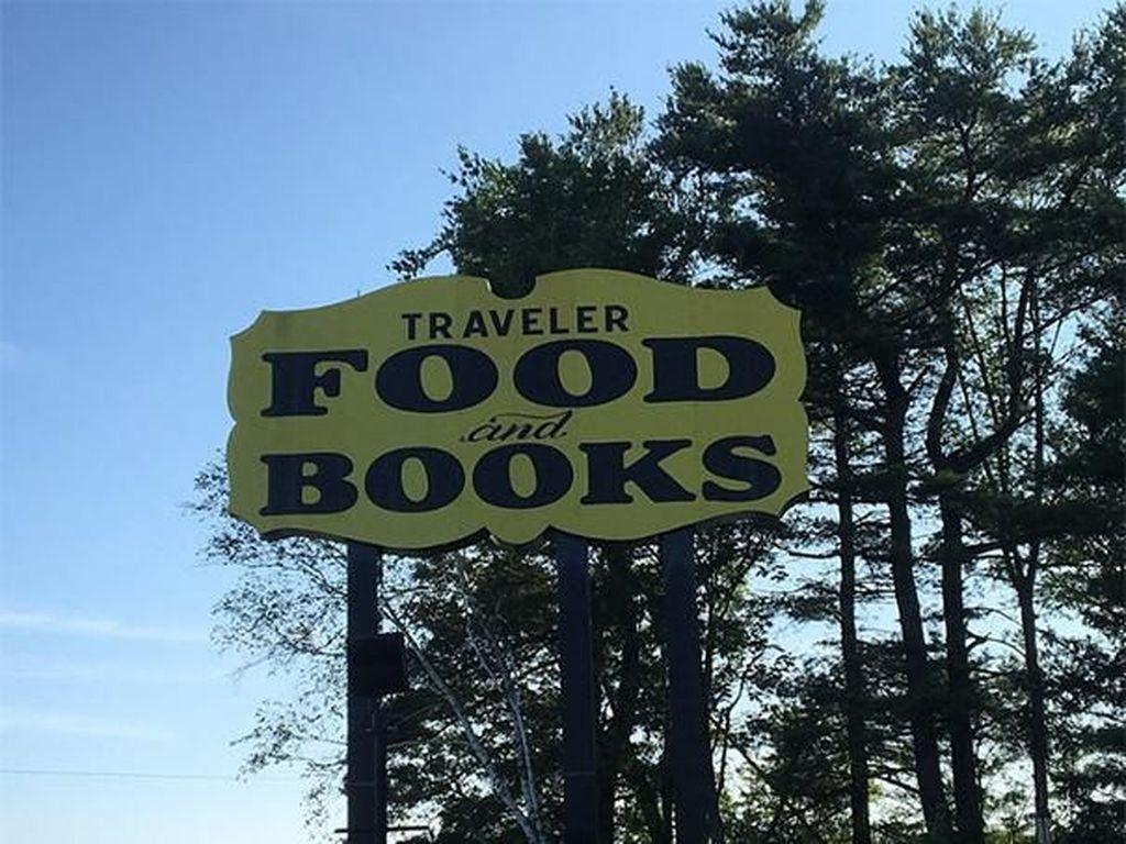 Si pemiliknya ternyata membagikan buku gratis kepada pengunjung yang makan di restorannya. Boredpanda/Istimewa.