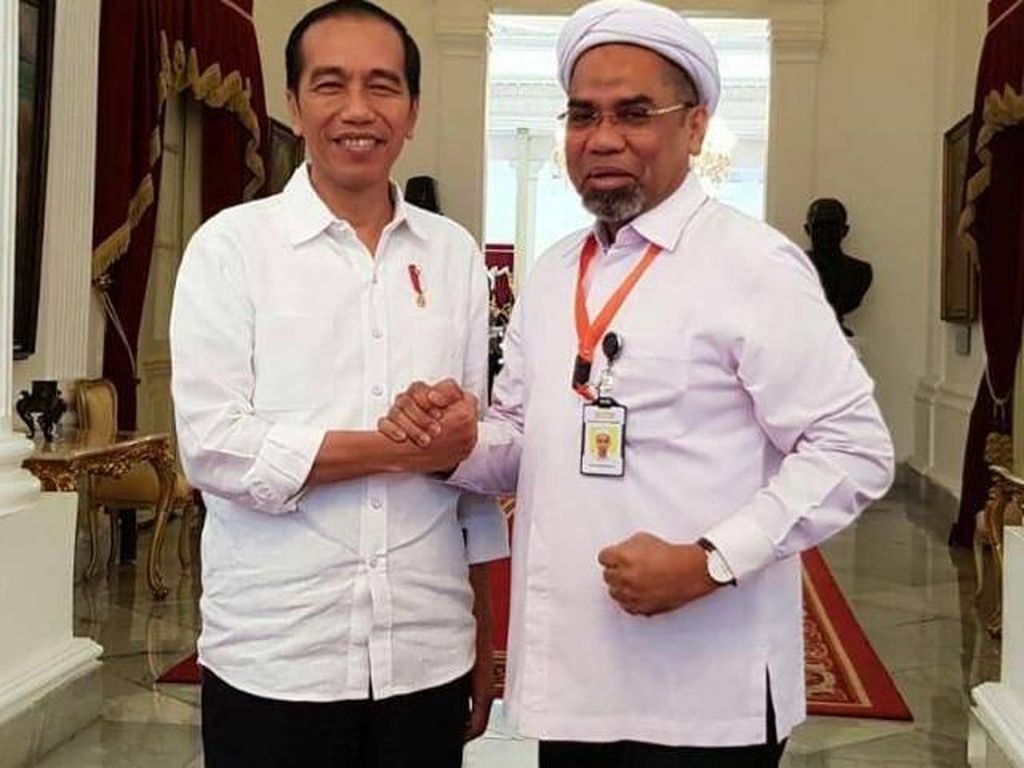 Perjalanan Ngabalin Masuk Istana hingga Jadi Komisaris AP I