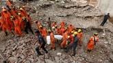 Sembilan jenazah ditemukan dari bawah puing, Kamis (19/7). (REUTERS/Adnan Abidi)