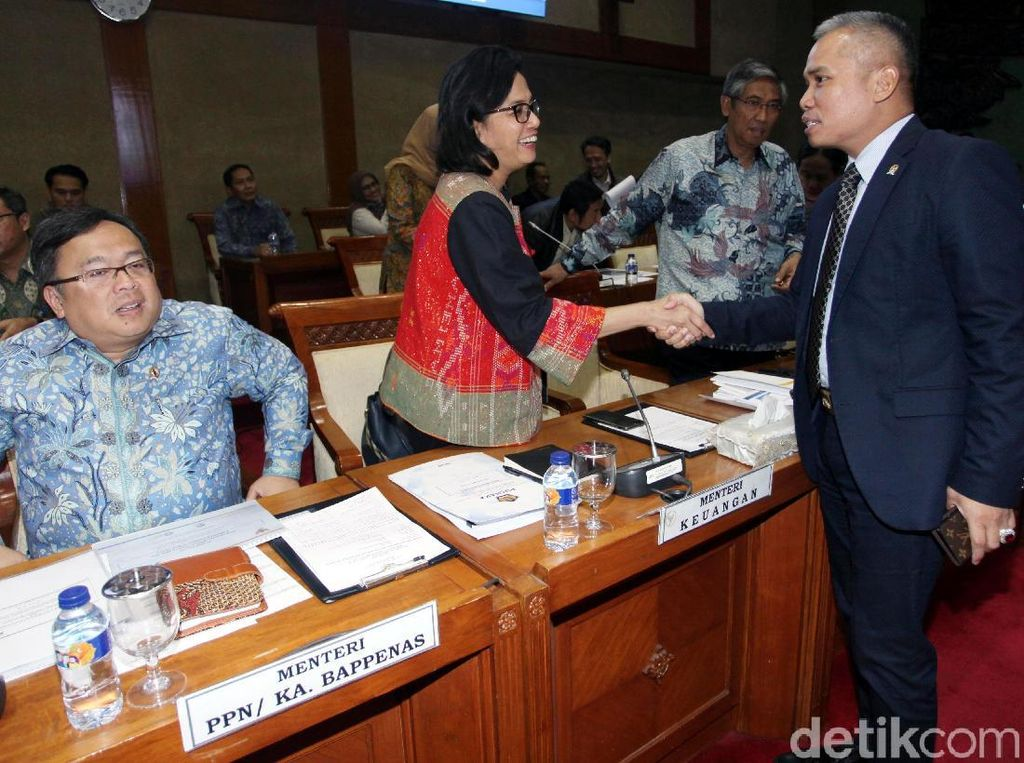 Menteri Keuangan Sri Mulyani dan Menteri Perencanaan Pembangunan Nasional (PPN/Kepala Bappenas) Bambang Brodjonegoro hadir untuk memberikan penjelasan terkait laporan keuangan pemerintah pusat 2017.