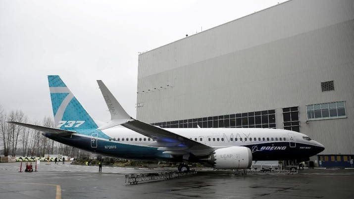 FILE PHOTO: The first Boeing 737 MAX 7 is unveiled in Renton, Washington, U.S. February 5, 2018. REUTERS/Jason Redmond/File Photo