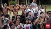 Tampak pula pemerhati pendidikan yang juga tokoh kreatif di balik 'Si Komo' Kak Seto turut menikmati kebersamaan anak-anak Indonesia bersama Presiden Joko Widodo di Halaman Istana Merdeka, Jakarta, Jumat, 20 Juli 2018.(CNNIndonesia/Safir Makki)