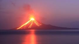 Anak Krakatau Meletus 137 Kali, Zona Steril Diperluas